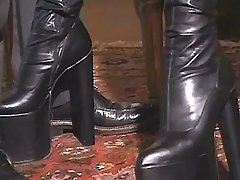 Gorgeous tranny in boots sucks cock