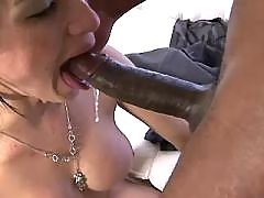 Redhead tranny sucked by black hunk
