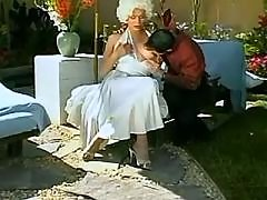 Gorgeous tranny seduces guy outdoor