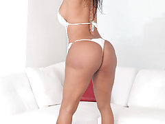 Lovely Brazilian beauty Jhoany Wilker makes her Trans500 debut today with this sexy, self-lovin' scene. This gorgeous Tgirl simply has the body of a goddess. Brazil makes some amazing women, better believe that! Jhoany loves attention. She pulls out all t